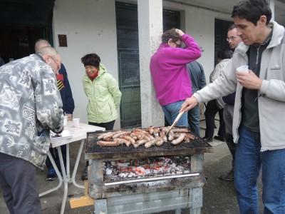 Les saucisses ont été offertes par la joute sur son stock de soupe aux choux & course de barque (annulée).